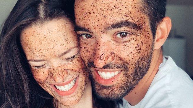 Proč si zaslouží kromě tebe kávu i tvá pokožka?