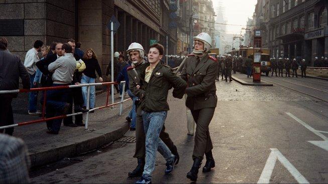 Policie zadržela 359 účastníků manifestací