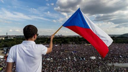 Komentář: Co dáme české demokracii ke 30. narozeninám?