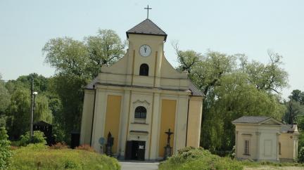 Karvinský kostel je šikmější než věž v Pise