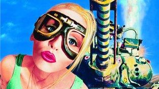 Ani přísná a sexy Lori Petty první filmovou adaptaci Tank Girl nezachraňuje