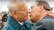 Opilý Brežněv řídil Husáka jak Lunochod