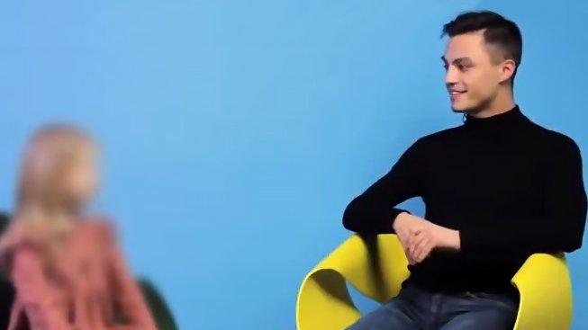 Rozhovor ruských dětí s homosexuálem v internetové televizi Real Talk