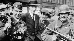 Ruští vojáci z jednotky vlasovců 7. května 1945 v Praze. Mohli se pochlubit šeříky ještě před rudoarmějci