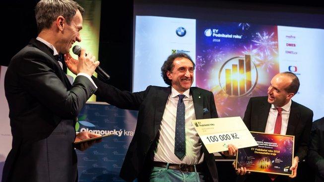 Roberto Brazzale (uprostřed) byl letos v únoru vyhlášen Podnikatelem roku 2018 v Olomouckém kraji. Vpravo je další člen rodinného klanu Piercristiano Brazzale.