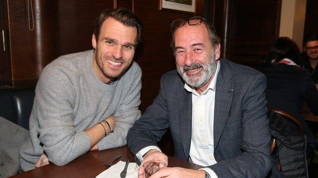 Dnes již velvyslanec ČR ve Francii Michel Fleischmann (vpravo) a moderátor Leoš Mareš v době, kdy Fleischmann stál v čele společnosti Lagardere a mj. i rádia Evropa 2.