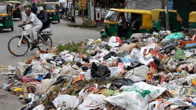 Indie je plastovým odpadem zavalena