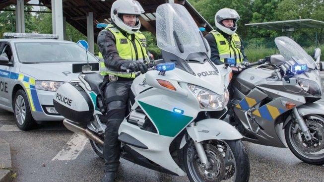 Policie ČR se už od roku 2015 postupně převléká do nových uniforem
