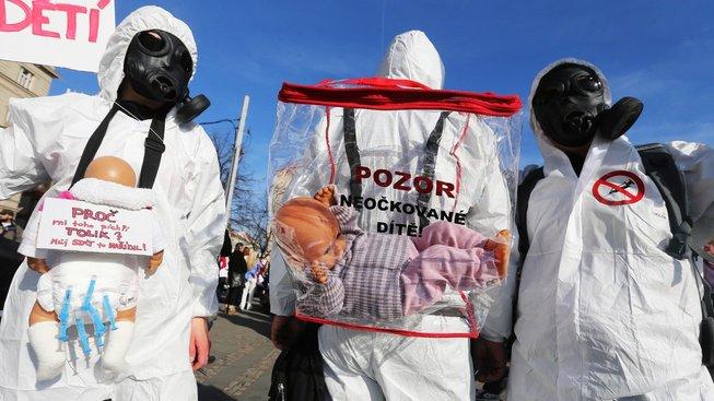 Situace okolo povinného očkování v Česku není ideální.