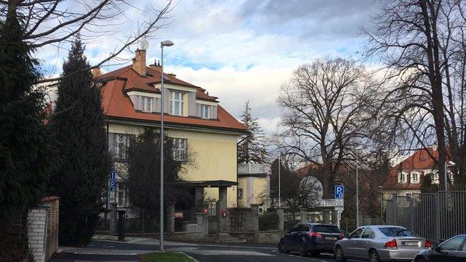Ruský byznysmen ve vile české diplomacie neplatil nájem. Dlužil přes dva miliony, má odejít