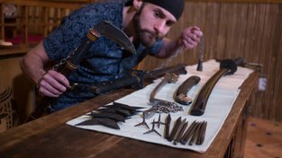Adam Čeladín je pětinásobným mistrem světa v házení nožů