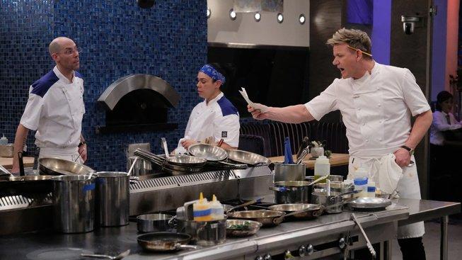 """Gordon Ramsay """"ordinuje"""" ve své Pekelné kuchyni"""