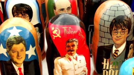 Hitler na hrnku, Stalin na tričku. Suvenýry s masovými vrahy ve světě končí, Česko je toleruje