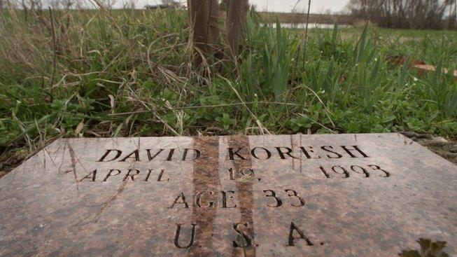 Pamětní deska připomínající tragédii v Mount Carmel