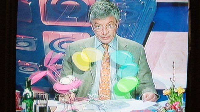 Vloni oslavila TV Nova 25 let své existence (na snímku zajíc Zaza a ředitel Vladimír Železný). V roce 2019 se o koupi televize strhla velká miliardová bitva.