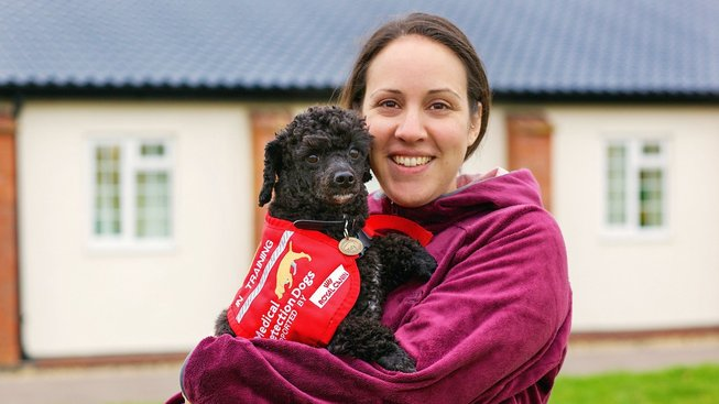 Vycvičený pes pozná rakovinu, malárii, anebo látky, které ohrožují alergika. Dokáže vyčenichat i koronavirus?