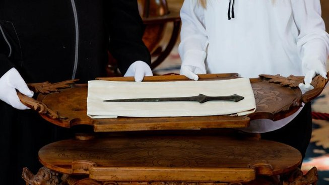Prastarý meč byl darem z Arménie