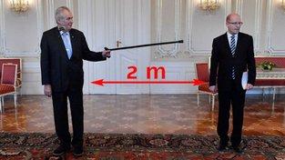 Prozíravý náčelník. Miloš Zeman už před třemi lety vysvětloval Bohuslavu Sobotkovi, jak vypadá sociální odstup