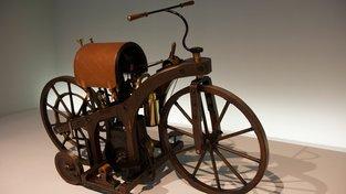 První motocykl z roku 1885 ve stuttgartském muzeu Mercedes-Benz