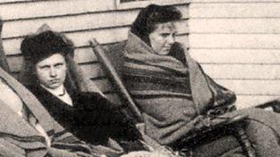 Mary Mallonová (v černém) v karanténě na newyorském ostrově North Brother