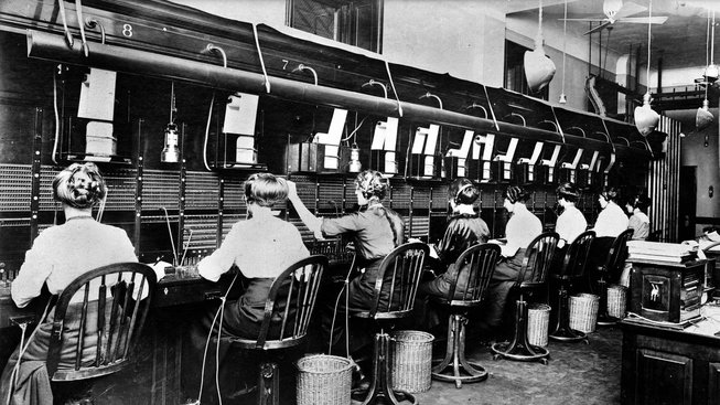 Telefony byly dlouho závislé na práci spojovatelek