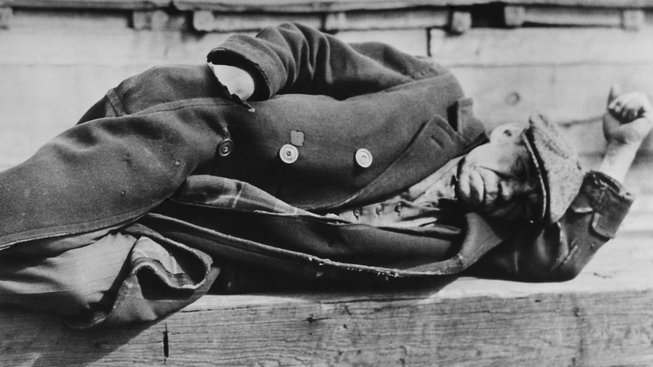 Dobový snímek z New Yorku, z let 1930-1931. Dělník v přístavu
