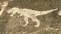 Dinosauří ozdoba kopce