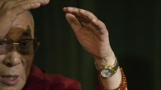Dalajláma má slabost pro hodinky