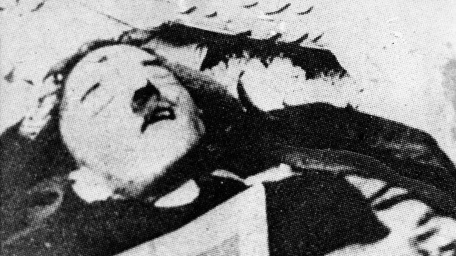 O tomto snímku se tvrdí, že to byl podvrh sovětské propagandy. Sověti tvrdili, že je na něm mrtvý Hitler.