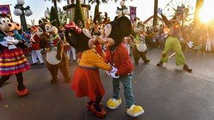 Disney parky mají dlouhý seznam toho, co návštěvníci nesmí