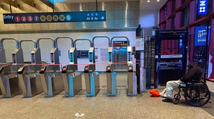 Poprvé za 115 let! Metro v New Yorku kvůli koronaviru v noci stojí