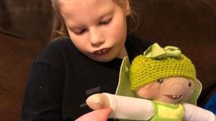 Nejčastěji Jandrisevitsová vyrábí panenky s postižením končetin