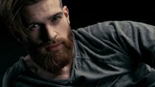 Přirozený výběr rozhodl o tom, že muži budou mít vousy