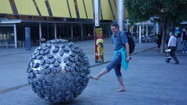 Ian Oliver cestuje naboso