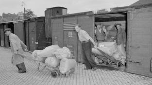 Pomoc UNRRA zahrnovala potraviny, oblečení, hygienické výrobky, ale třeba i zdravotnický materiál nebo pneumatiky