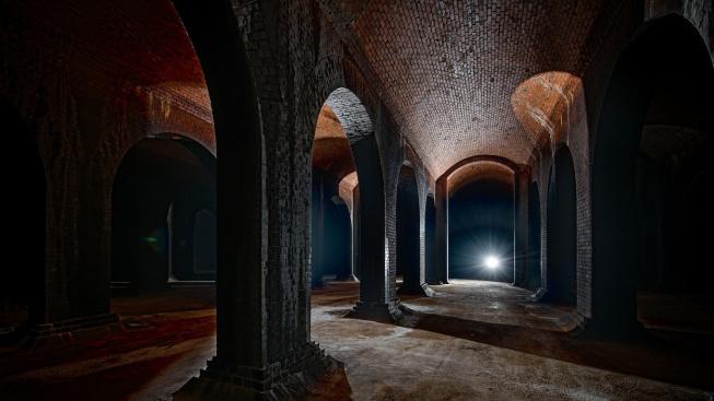 Světlo na konci tunelu, nebo baziliškovo smrtící oko?