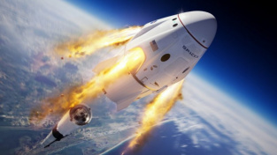 Obrázek lodi Crew Dragon letící do vesmíru