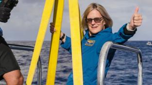 Kathy před sestupem do nejhlubšího místa planety