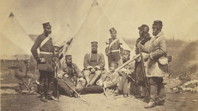 Jeden z mnoha Fentonových snímků z krymské války zachycuje příslušníky 89. pluku