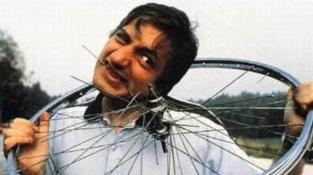 """Sníst letadlo trvalo Michelovi Lotitovi dva roky, kromě toho snědl i 18 jízdních kol a další """"lahůdky"""""""