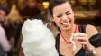 Oblíbená pochoutka z poutí má zajímavý původ. Kdo vymyslel cukrovou vatu?