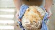 Francouzská pekařka hnojí svá pole močí z veřejných záchodků