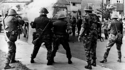 Gumovými projektily se do demonstrantů střílí už 50 let