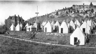 Pacienti bydleli ve speciálních chatkách na bázi týpí
