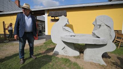 Cimrmanův pomník podobu největšího Čecha neodhalil