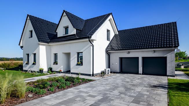 Dům ve stylu black & white okouzlí na první pohled