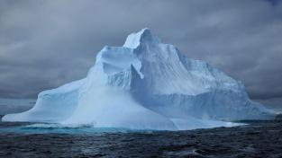 Pověstná špice ledovce. Kolik ledu zůstává skryto zrakům pod hladinou?