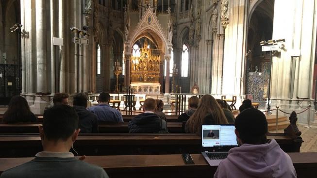 Studenti využívají Votivní kostel jako studovnu
