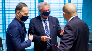 Ministři zahraničí EU na jednání v Lucemburku (zleva: Heiko Maas, Jean Asselborn a Jean-Yves Le Drian)
