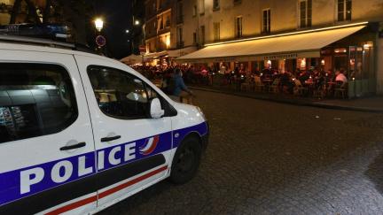 Aktualizováno: Francie nekompromisně: Kvůli covidu zákaz nočního vycházení